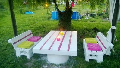 http://www.1001pallets.com/2013/09/pallets-garden-set-salon-de-jardin-en-palettes/