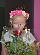 Xenky ráno pred odovzdávaním konc. vysvedčenia 28.6.2019 - s ružou a srdiečkami pre jej naj p. Birošovú - vychovávateľku a klinčekami a brečtanom pre p, Tutoky - triednu učiteľku