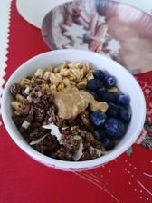 Ovsena kaša, čučoriedky, musli, medove cerealie a arasidove maslo