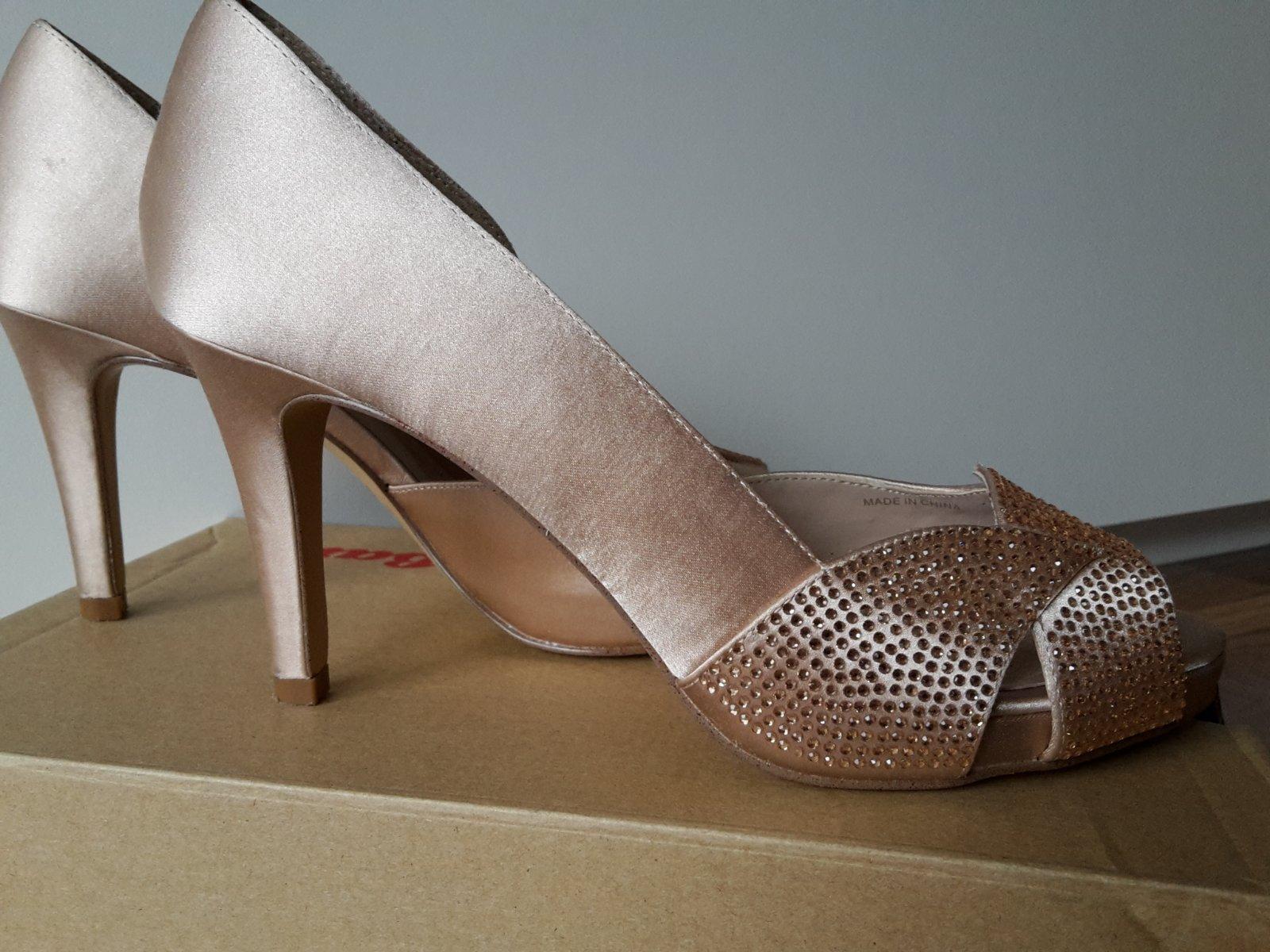 6204d1e60ce4 2 inzeráty • 34 hodnotení. Spoločenské topánky s kamienkami