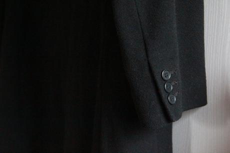 Dlhý pánsky čierny elegantný kabát značky h m 005aec3122b