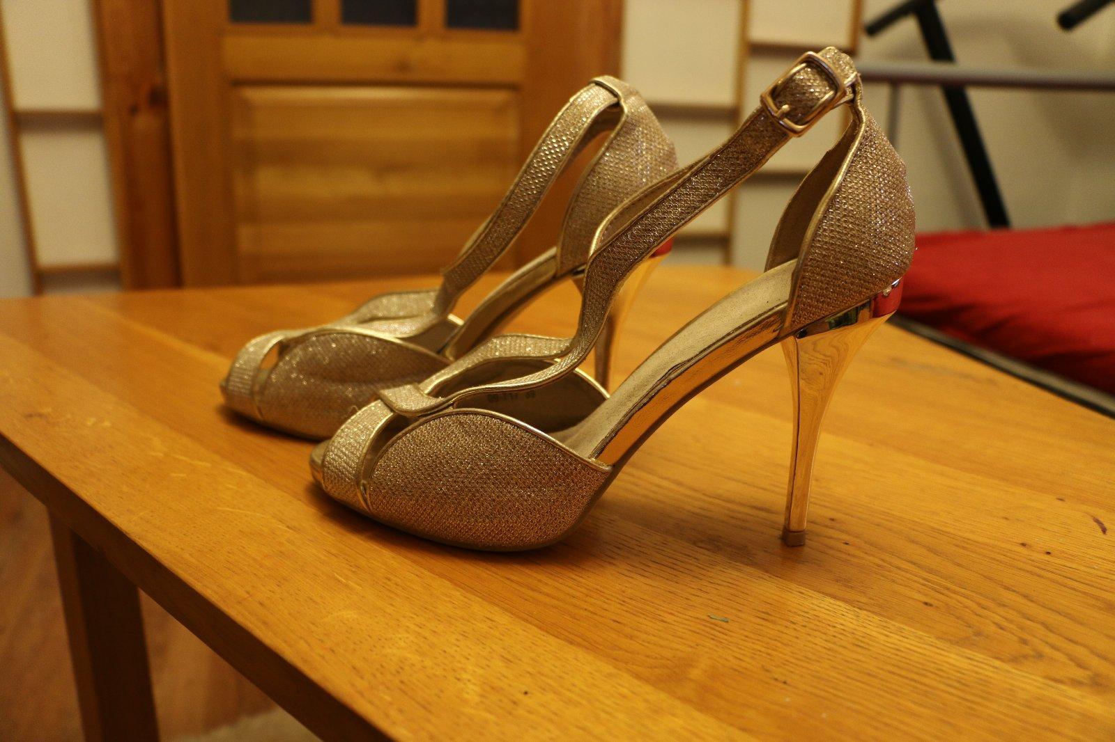 15737c24eb47 Spoločenské topánky zlaté