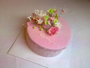 ďakovná  vanilkový korpus, jogurtová plnka s mascarpone, maliny kvety z cukrovej jedlej hmoty ručne robené