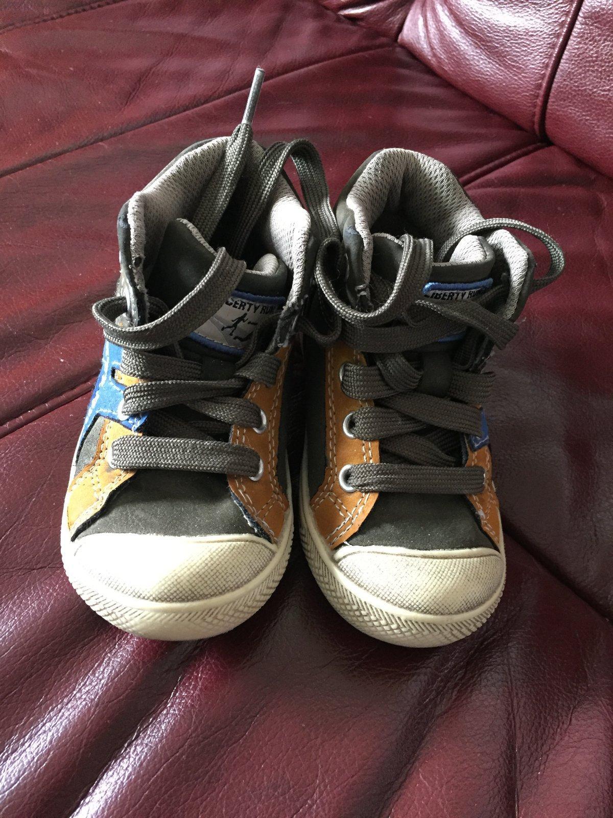 Vysoké topánky na turistiku v. 23 dc485056420