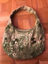 1e77bd1df9 Vyšívaná kabelka