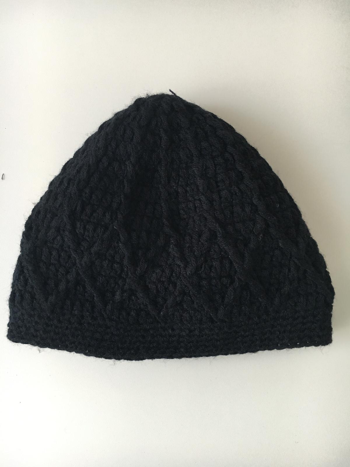 3fb5b1bba Dievcenska cierna pletena ciapka, 128 - 5 € od predávajúcej svetlanacerna |  Detský bazár | ModryKonik.sk