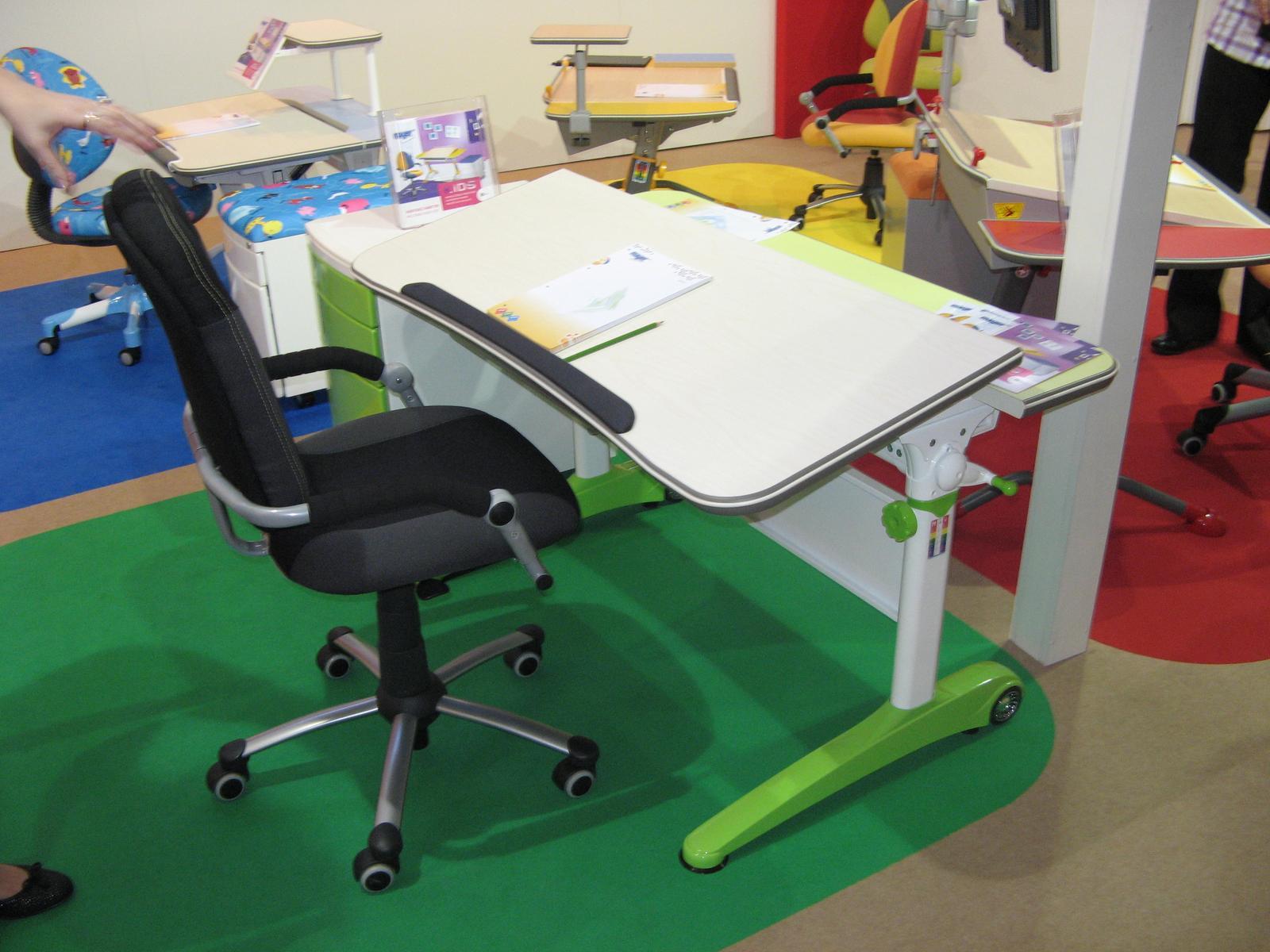 be0faad56298 Stôl a stolička pre druháčku - Modrý koník