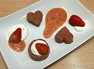 12+ valentýnský cviklový dortík s vanilkovým tvarohem