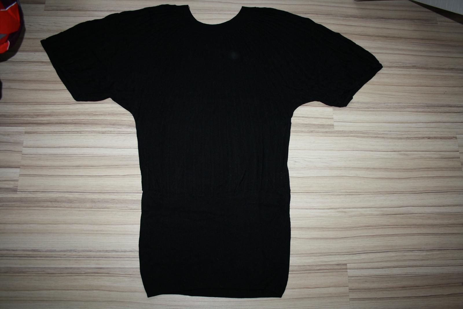 b41a9bf2ab07 Zaujímavé dlhé tričko