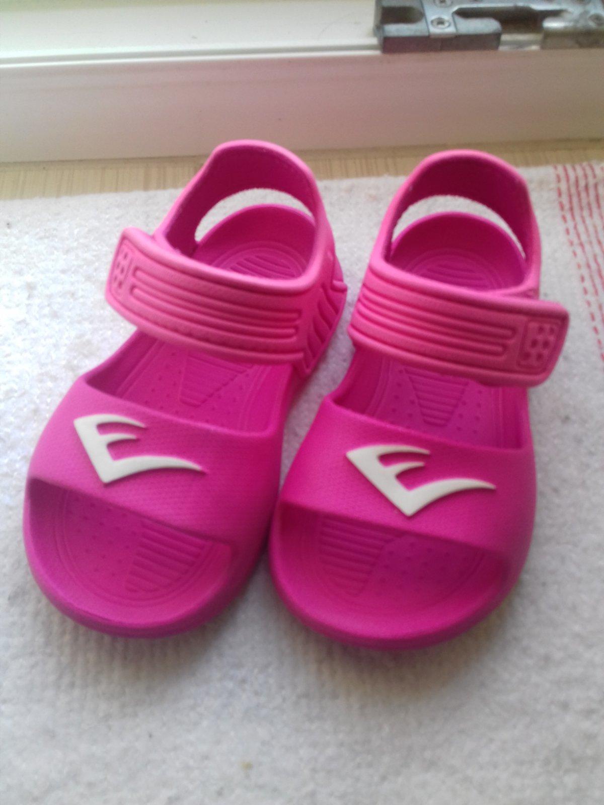 ce35d58dbe41 Gumene sandalky