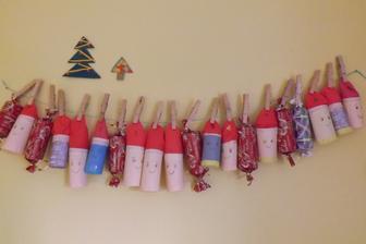 moj prvy advent kalendar  - ako inak recy a v kazdom balicku hned 2sladkosti pre 2 deti