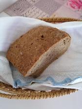 Domaci chlebik z ražnej múky s provensálskym korením