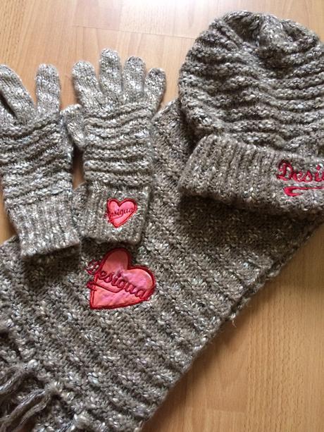 97efccde3 Súprava- šál, čiapka, rukavice zn. desigual, desigual,s - 40 € od ...