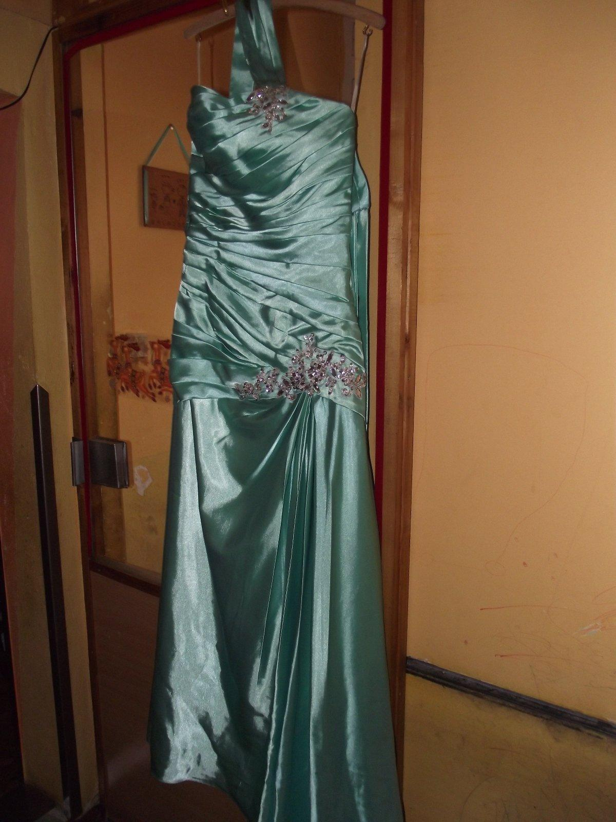 Dlhé spoločenské šaty 0413100e651