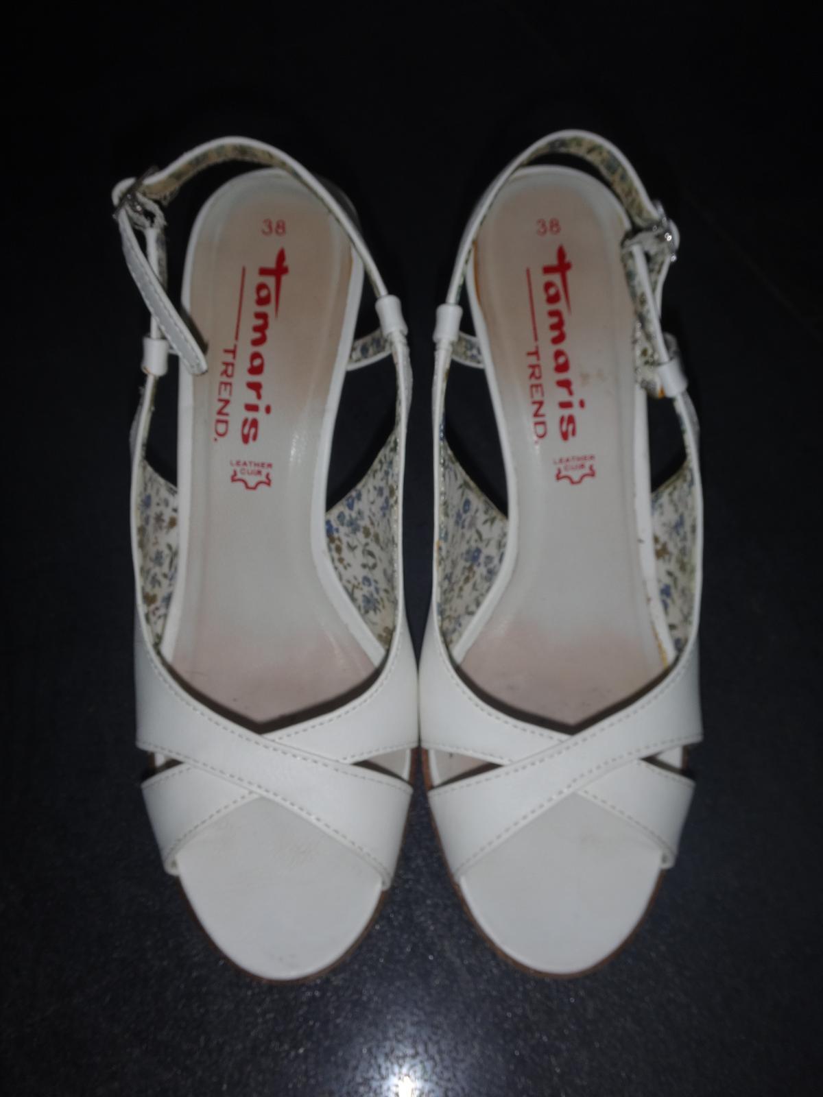 c77fdda4bf Biele sandále