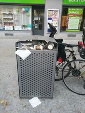 Ked maju ludia nadoby na separovaný odpad pod nosom !!!!tak to skonci aj takto!!!! A TOP bola plastova flasa v nadobe na kov!!!!!!!!!!!
