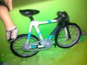 hotovy bicykel z jedlej cukrovej hmoty- fondanu
