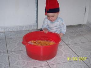 maly umyvac podlahy