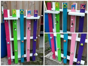 http://www.99pallets.com/pallet-racks/10-reclaimed-wood-pallet-coat-rack/