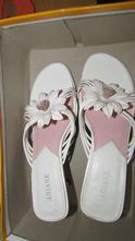 Romantické remienkové biele šlapky s kvetinou, deichmann,38
