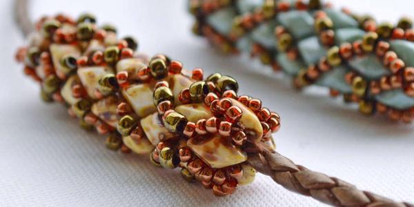Mamičky z Modrého koníka vytvárali nádherné doplnky z materiálov z  https   www.koralky.sk  4d63a9aebd5