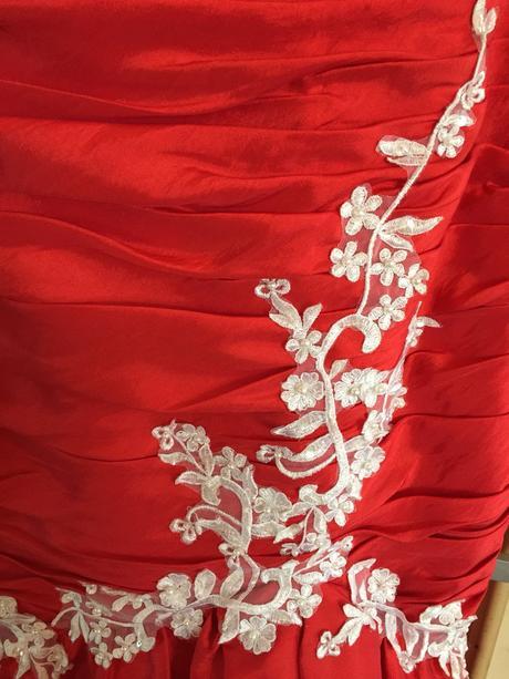45ba86431d1d Predám krasne luxusne spoločenské šaty