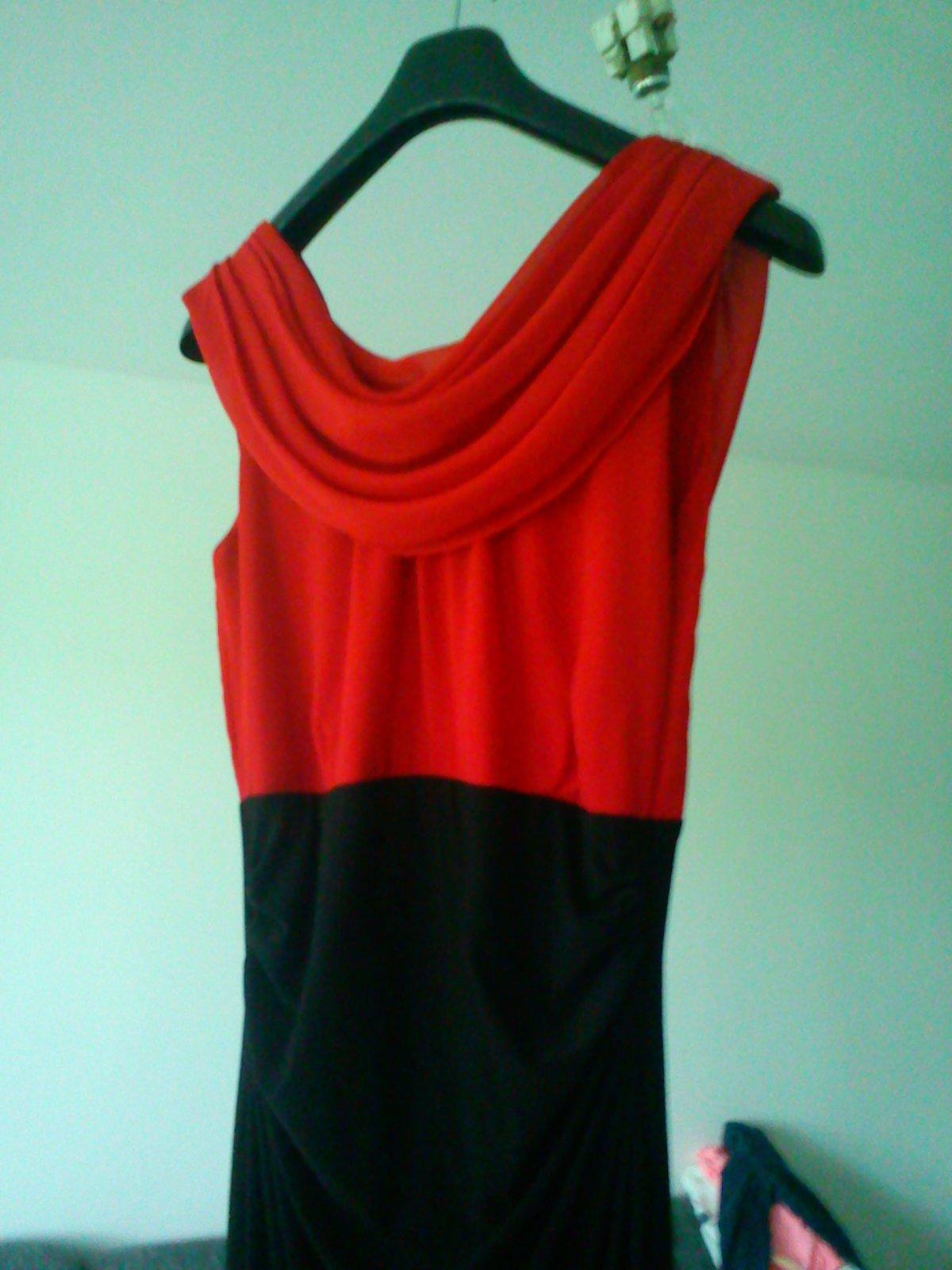 eeecc6340386 Červeno-čierne spoločenské šaty