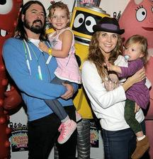 Dave Grohl ( Nirvana / Foo fighters ) - Violet ( * 2006 ), Harper ( * 2009 )