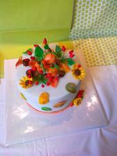Jesenná príležitostná torta- Bezlepkova torta- gastanovy korpus, vanilkovy korpus a pribinacikova plnka s gastanmi, visne, potah white icing