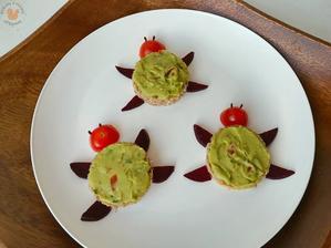 1r.+ Kváskový chlebík s avokádovým Guacamole a zeleninou