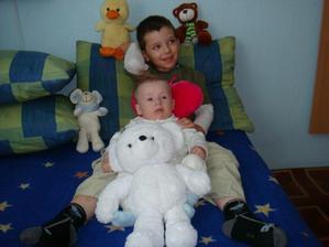 Bratranec Davidko,ja a medvedik Papucka...