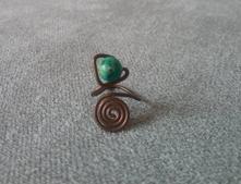 Medený prsteň s korálkou,