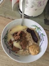 Ovsena s malinami emco, arasidove maslo, 99% coko, bebe keksy coko a creme brule topping 🥰