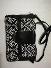 Čiernobiela kabelka,