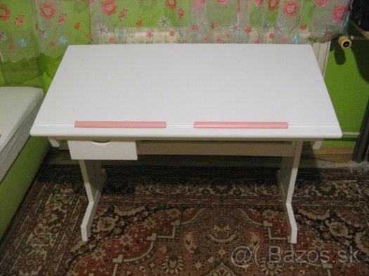 6013d6cb2015 Ak by mal niekto zaujem mam na predaj rastuci stol biele farby...cena 50  eur... dcera sa nakoniec ucila v kuchyni 🙂))