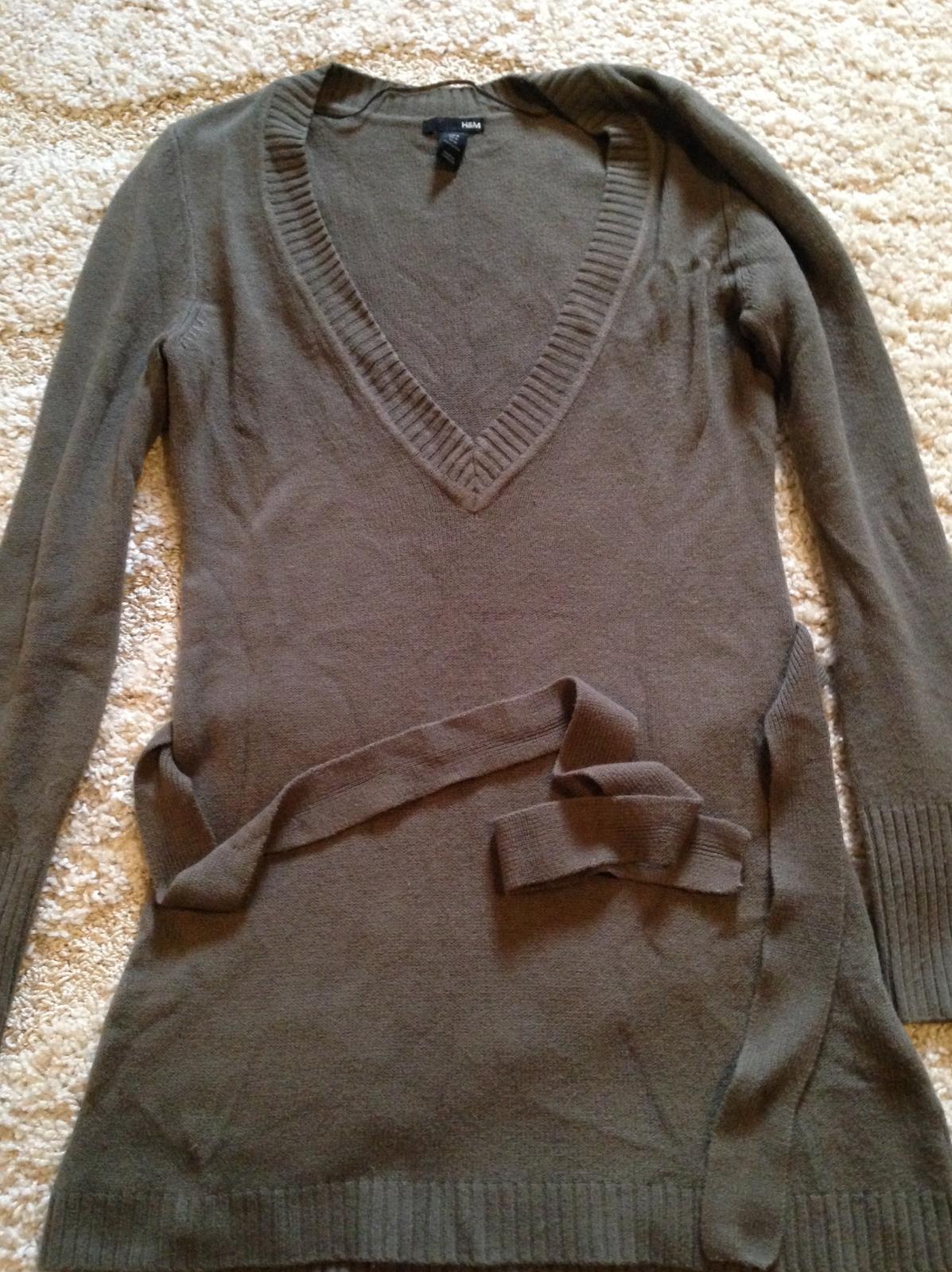 36080db1b365 Výpredaj - malo nosený dlhy pulover k leginam