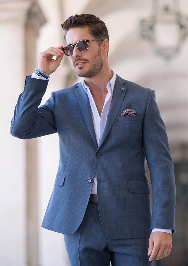 4ef94442d ... je úplne cez čiaru a košeľu na motýlik nevyužijete, zbytočne vyhodené  peniaze ... a dať kravatu do košele bez saka je horšie ako ísť len v košeli  😉