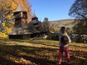 v nedeľu si urobili výlet do Lukova - pozreli si drevený kostolík