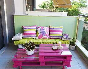 https://mocochocodotcom.files.wordpress.com/2015/07/diy-pallet-bench-armchair-coffeetable-balcony-furniture-3.jpg