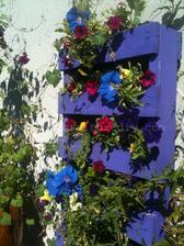 http://palletfurniturediy.com/pallet-garden/recycled-pallet-planters/
