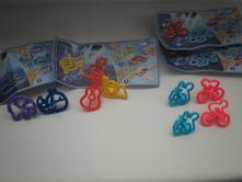 Kinder hračky.,