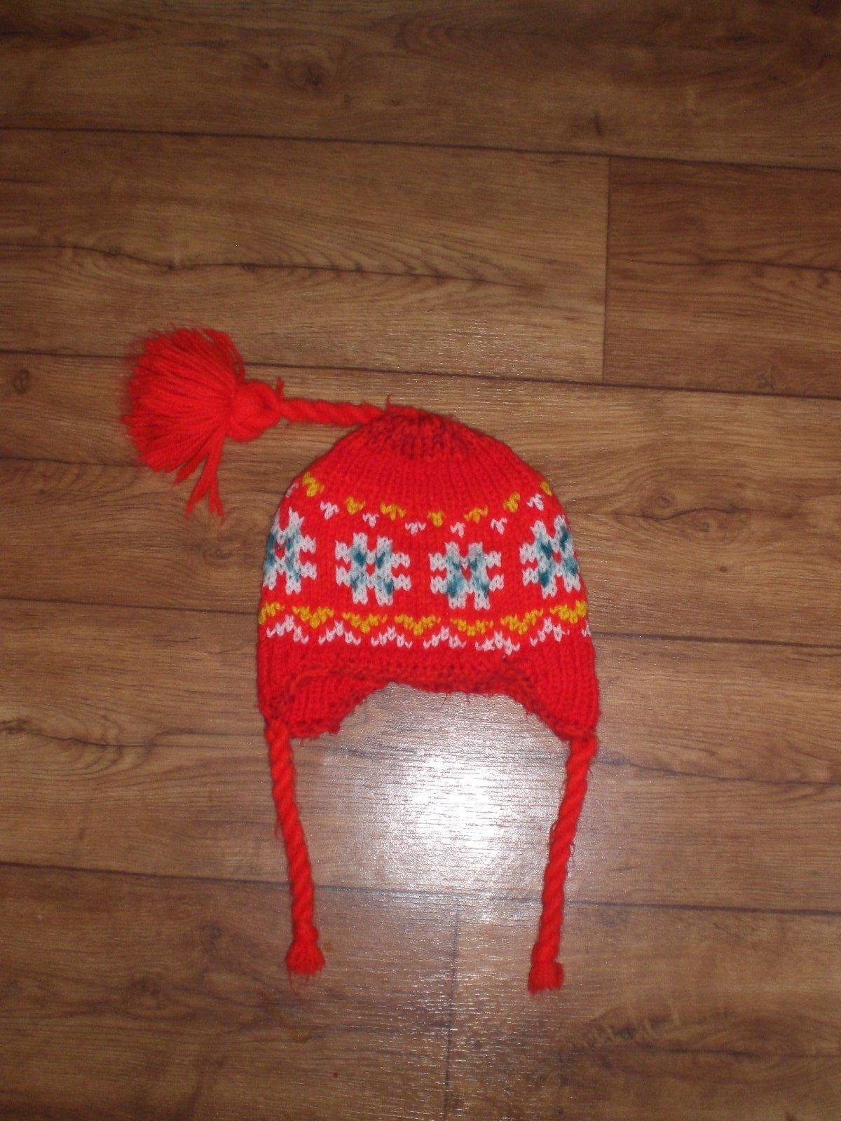 3b41df4ba Červená pletená čiapka pre dievča top stav, 104 - 4,50 € od predávajúcej  jdo | Detský bazár | ModryKonik.sk