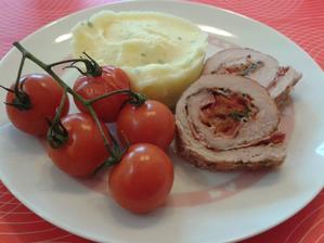 2+ roládky z bravčového masa s bramborovou kaší a cherry rajčátky