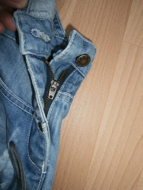 b45b227c02e8 Rifľové šortky na traky - nenosené