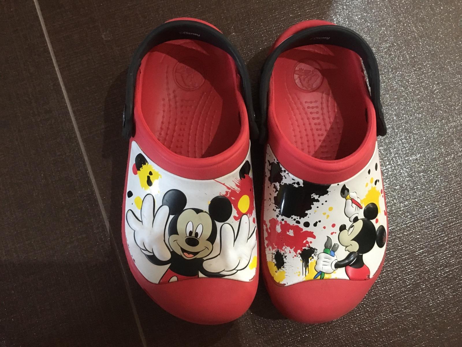 d3ce570fd9ce Crocs mickey mouse