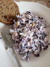 Domaci upravený racio šalát z gréckeho jogurtu