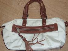 Predam krasnu kabelku v dobrom stave cena 12eur znacka TOMMY Hilfiger.  Kabelka af132e7d245