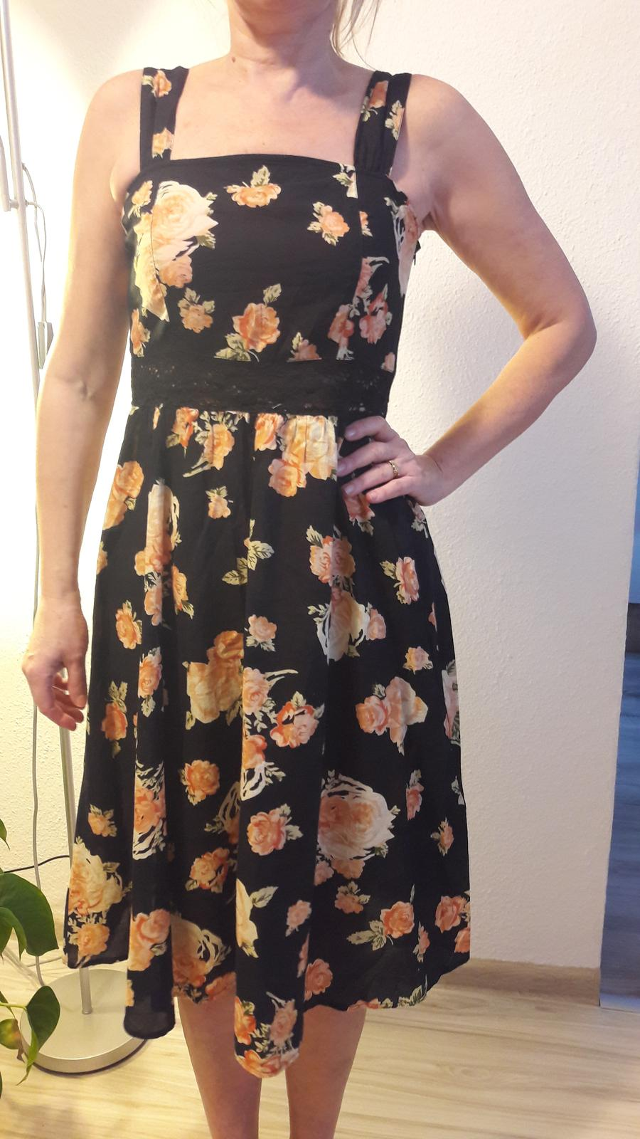 cf324d24cb21 Letné kvetované šaty