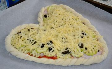 a este klasicka pizza..trosku inaaac.. :)