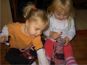 Čistíme si topánočky a Mikuláš nám musí doniesť nové zubné kefky
